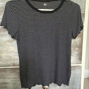 super cute black and white lettuce ribbed tee!